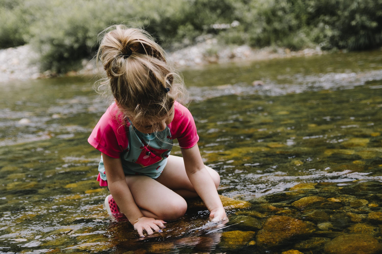 Draußen spielen Naturkind